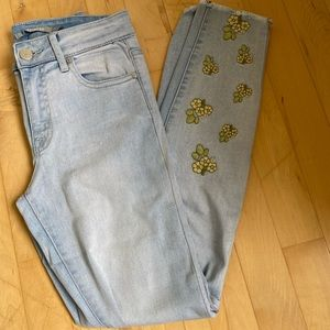 High rise flower embroidered jeans!
